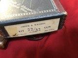 SMITH & WESSON 22/32 KIT GUN, 4 DIGIT SERIAL NUMBER 9639, MFG. IN 1950'S, UNFIRED IN ORIGIN BOX - 6 of 7