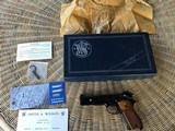 SMITH & WESSON 52-2, 38 MID RANGE (38 WADCUTTER, NEW UNFIRED, 100% COND.