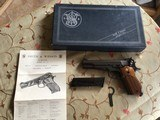 SMITH & WESSON 52-2, 38 MID RANGE CAL., KNOWN AS 38 WAD CUTTER COMES WITH 2 FACTORY MAG'S,, WRENCH, OWNERS MANUAL AS NEW IN THE BOX - 1 of 7