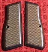 Original Browning Hi Power HP 35 Factory Grips Walnut 9mm
