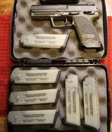 Heckler & Koch HK USP 40 S&W with upgrades with 6 mags