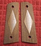 Herretts Walnut Large Diamond Magwell Cut 1911 Grips