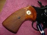 """Colt Diamondback Blue .22LR. 4"""" BBl. MFG in 1981Mint all Original Revolver Walnut Stocks with Gold Medallions - 7 of 15"""