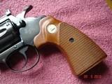 """Colt Diamondback Blue .22LR. 4"""" BBl. MFG in 1981Mint all Original Revolver Walnut Stocks with Gold Medallions - 3 of 15"""