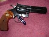 """Colt Diamondback Blue .22LR. 4"""" BBl. MFG in 1981Mint all Original Revolver Walnut Stocks with Gold Medallions - 4 of 15"""