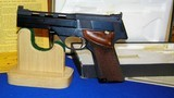 """High Standard Victor Military Auto Target Pistol .22 Long Rifle. 4 1/2""""inch, Steel Vent Rib - 11 of 16"""