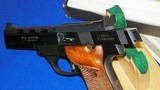 """High Standard Victor Military Auto Target Pistol .22 Long Rifle. 4 1/2""""inch, Steel Vent Rib - 14 of 16"""
