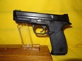 Smith & Wesson M&P 40 - 2 of 3