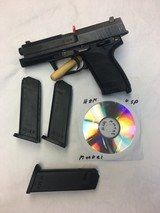 Heckler & Koch USP - .40 S&W - With 3 13-Round Magazines