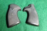 Pachmayr Ruger Redhawk Pistol Grips - 1 of 7
