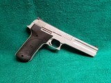 """SMITH & WESSON - MODEL 2206. STAINLESS STEEL. 6"""" BBL. W-MAG. NEAR MINT W-CHERRY BORE! CIRCA MID 1990'S - .22 LR"""