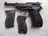 Walther P-38, Coded SVW 45, w/holster, 3 clips and 2 grips; metal and plastic - 4 of 7