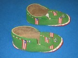 AN EARLY CIRCA 1910 TO 1915 WONDERFUL PAIR OF SIOUX INDIAN CEREMONIAL MOCCASINS IN EXCELLENT ALL ORIGINAL CONDITION!