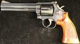 Smith & Wesson 586 Distinguished Combat Magnum .357 Magnum - 2 of 3