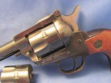 1975 PRE-WARNING RUGER NEW MODEL SINGLE SIX SINGLE ACTION 22LR / 22MAGNUM SIX SHOT CONVERTIBLE REVOLVER - 8 of 19