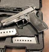 Sig Sauer P220 pistol in 45 ACP - Nitron finish - Contrast sights in EXCELLENT Condition - SHIPS FREE - 2 of 5