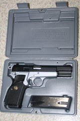 Browning Hi-Power Practical .40 S&W - 1 of 13