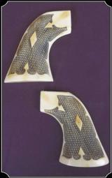 Ruger - Fleur de Lys checkered grip - Antique Ivory color