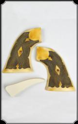 Colt SA Fluer de Lys Checker Grips