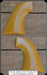 Grips ~ Colt SAA - Plain John Wayne Yellow grip