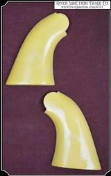 858 Remington - Plain John Wayne Yellow grip
