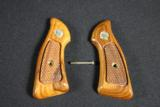 SMITH & WESSON J FRAME SQUARE BUTT GRIPS