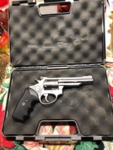 "ROSSI MODEL 518 22LR 6 SHOT 4"" SS , Excellent cond."