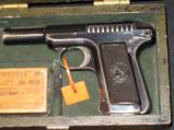 Vintage Fitted Wood Cased Savage pistol, Cal. 32, 7.65mm, 3 3/4, with one box of vintage ammo - 3 of 11
