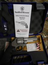 """Smith & Wesson,627 Pro, Performance Center, Single/Double, 357 Magnum, 4"""" BARREL, 8 RD. Black Synthetic Grip, Stainless,NEW IN BOX"""
