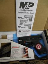 """Smith & Wesson 11671 M&P 9 Shield M2.0 Crimson Trace Red Laser Double 9mm Luger 3.1"""" 7+1/8+1 MS Black Polymer Grip/Frame Black Armornite Stainles - 1 of 23"""