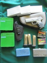 SMITH & WESSON SW40V SIGMA With HOLSTER and AMMO - 1 of 3