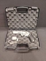 Pre-Owned - Taurus M992 Tracker .22LR Revolver - 2 of 7
