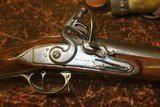 BRITISH OFFICERS FUSIL WITH POWDER HORN AND BAYONET - 5 of 23