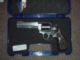 Smith and Wesson S&Wmodel 686 Talo357mag revolver. - 1 of 6