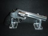 Quality Smith & Wesson 357 mag 38spl 6in Polished Stainless Comfort Grip - 5 of 9