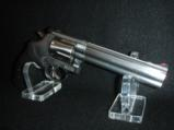 Quality Smith & Wesson 357 mag 38spl 6in Polished Stainless Comfort Grip - 2 of 9