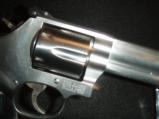 Quality Smith & Wesson 357 mag 38spl 6in Polished Stainless Comfort Grip - 3 of 9