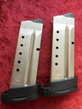 Smith & Wesson S&W M&P 40 Shield pistol, (2) 7-round (1) 6-round mags LIKE NEW!!