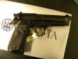 Beretta 92 FS. 9mm - 1 of 3