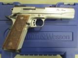 """Smith & Wesson SW1911 Stainless 9mm 5"""" 178047 - 1 of 9"""