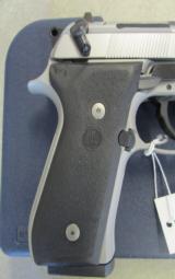Beretta 92FS Inox (Stainless) 9mm JS92F500 - 4 of 8