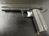 Dan Wesson Valor Full-Size 1911 Black .45 ACP - 2 of 9