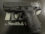 Smith & Wesson M&P9 Shield 9mm LUGER 180021 - 2 of 7