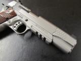 Smith & Wesson Model SW1911TA Tactical Rail .45ACP - 8 of 10
