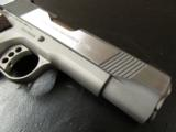 Colt XSE Series Lightweight 1911 Commander .45 ACP 04860XSE - 4 of 8
