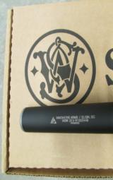 Smith & Wesson M&P 15-22 Integrally Suppressed .22 LR 3200062 - 5 of 8