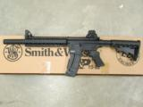 Smith & Wesson M&P 15-22 Integrally Suppressed .22 LR 3200062 - 2 of 8