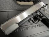 Dan Wesson Silverback Two Tone .45 ACP - 5 of 10