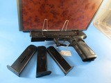 "Rare, like new HECKLER & KOCH P9S ""Sport Group I"" 9mm Para, 5.5"" Barrel w. Weight, 2 xtra Mags, in Walnut Burl carrying case"