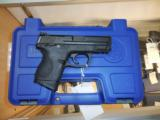 SMITH AND WESSON S&W M&P 40 COMPACT .40 W/ NIGHTS SIGHTS + 3 MAGS AS NEW - 2 of 5